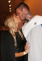 Mateus Verdelho beija a namorada no SPFW: 'Me botou na linha'