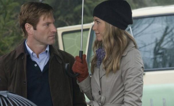 Jennifer Aniston e Aaron Eckhart se apaixonam em 'O Amor que Acontece' (Foto: Divulgação / Reprodução)