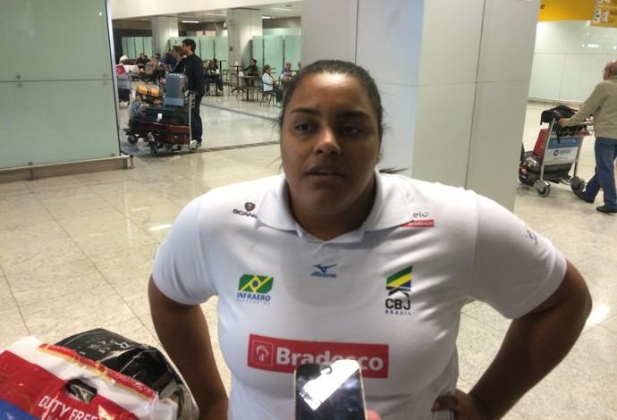 Maria Suelen desembarcou nesta terça-feira, em São Paulo (Foto: Guilherme Costa)