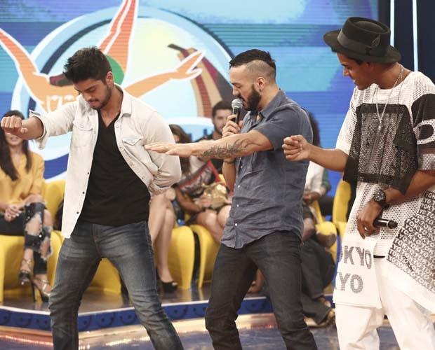 Rodrigo Simas, Belo e Marcelo Mello Jr. dançam  (Foto: Inácio Moraes/Gshow)