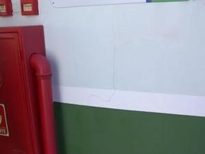 Prédio ainda nem foi inaugurado e já tem rachaduras (Foto: Reprodução/TV TEM)