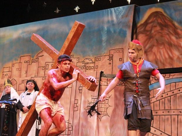Espetáculo apresentou a história de Jesus Cristo, do nascimento até a ressurreição. (Foto: Camila Henriques/G1)
