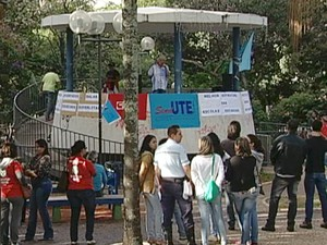 Manifestação greve Sind-UTE Uberaba professores estaduais (Foto: Reprodução/ TV Integração)