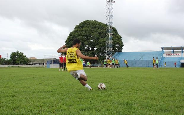 Equipe do Santos Porto Velho treinando bola parada (Foto: Hugo Crippa/GLOBOESPORTE.COM)