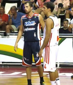 Matheus Dalla e Marcelinho basquete Flamengo x Limeira  (Foto: Fábio Leme)