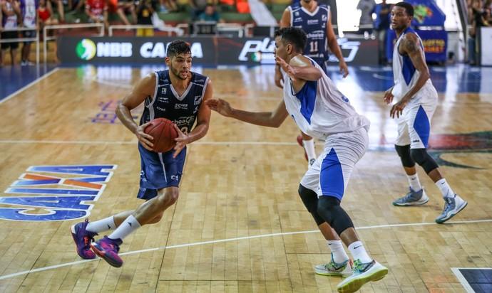 Bauru Basquete x Pinheiros, NBB 8, Léo Meindl, Lucas Dias (Foto: Caio Casagrande / Bauru Basket)