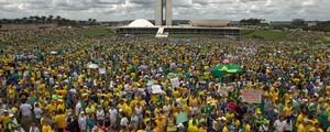 45 mil tomaram a Esplanada dos Ministérios, segundo a PM (Ed Ferreira/Estadão Conteúdo)