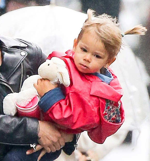 Rose, filha de  Scarlett Johansson e Romain Dauriac (Foto: Grosby Group)