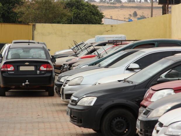 Veículos e sucatas (Foto: Detran-DF/Divulgação)