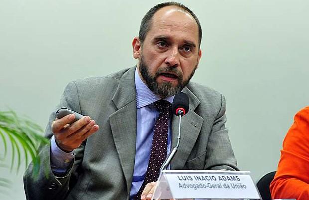 O advogado-geral da União, Luís Inácio Adams, presta esclarecimentos à Câmara sobre as pedaladas fiscais (Foto: Luis Macedo / Câmara dos Deputados)
