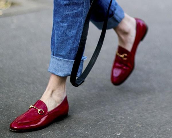 Sapatos mocassim volta repaginados para a moda (Foto: Imaxtree)