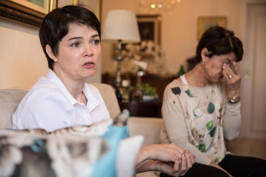 Fabienne e Mara relatam dor e pedem dignidade aos familiares (Foto: Fábio Tito/G1)