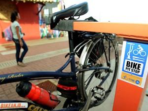 Totens para manutenção de bicicletas em Salvador (Foto: Agecom/Salvador)