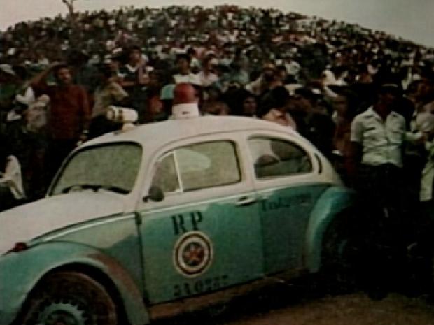 Milhares de pessoas se reuniram em Casimiro de Abreu, RJ, para esperar os extraterrestres (Foto: Reprodução Inter TV)