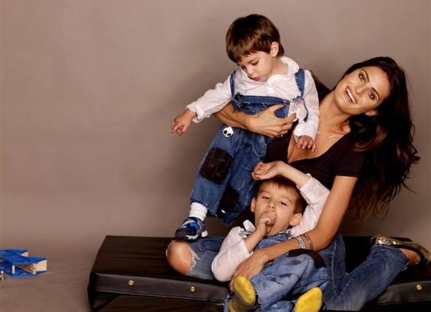 """""""A maternidade teve um impacto crucial em minha vida"""", diz Isabeli (Foto: André Schiliró)"""