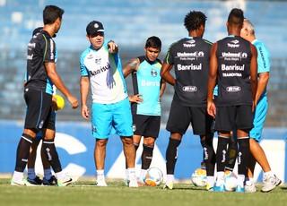 Enderson prepara equipe contra o Passo Fundo (Foto: Lucas Uebel/Grêmio, DVG)
