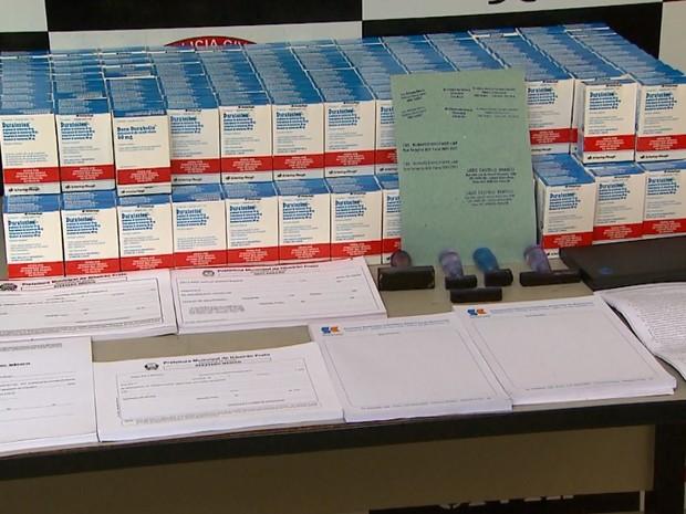 Anabolizantes e medicamentos avaliados em R$ 15 mil foram apreendidos (Foto: Paulo Souza/EPTV)
