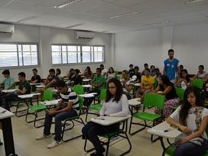 Alunos durante aplicação das provas do vestibular da UFT (Foto: Thiago Bastos/UFT)