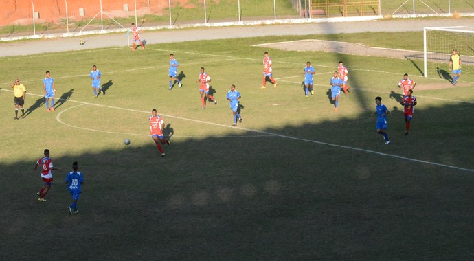 Ecus com nove jogadores na defesa contra o Usac (Foto: Vitor Geron)