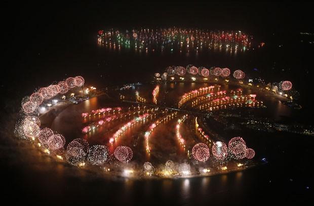 Dubai quebrou o recorde mundial para o maior show de fogos de artifício durante a festa de Ano Novo (Foto: AFP)