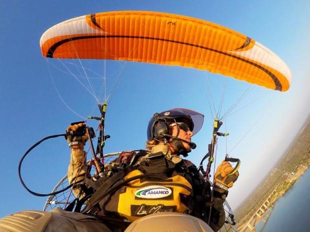 Piloto Lu Marini vai distribuir sementes de Crotalária durante expedição no Rio Paranapanema (Foto: Divulgação/Lu Marini)