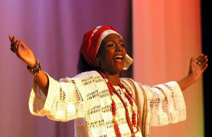 """A mãe de Milena cantou """"Joshua Fit The Battle of Jericoh"""" no musical Ópera Pop Negra (Foto: Arquivo pessoal)"""