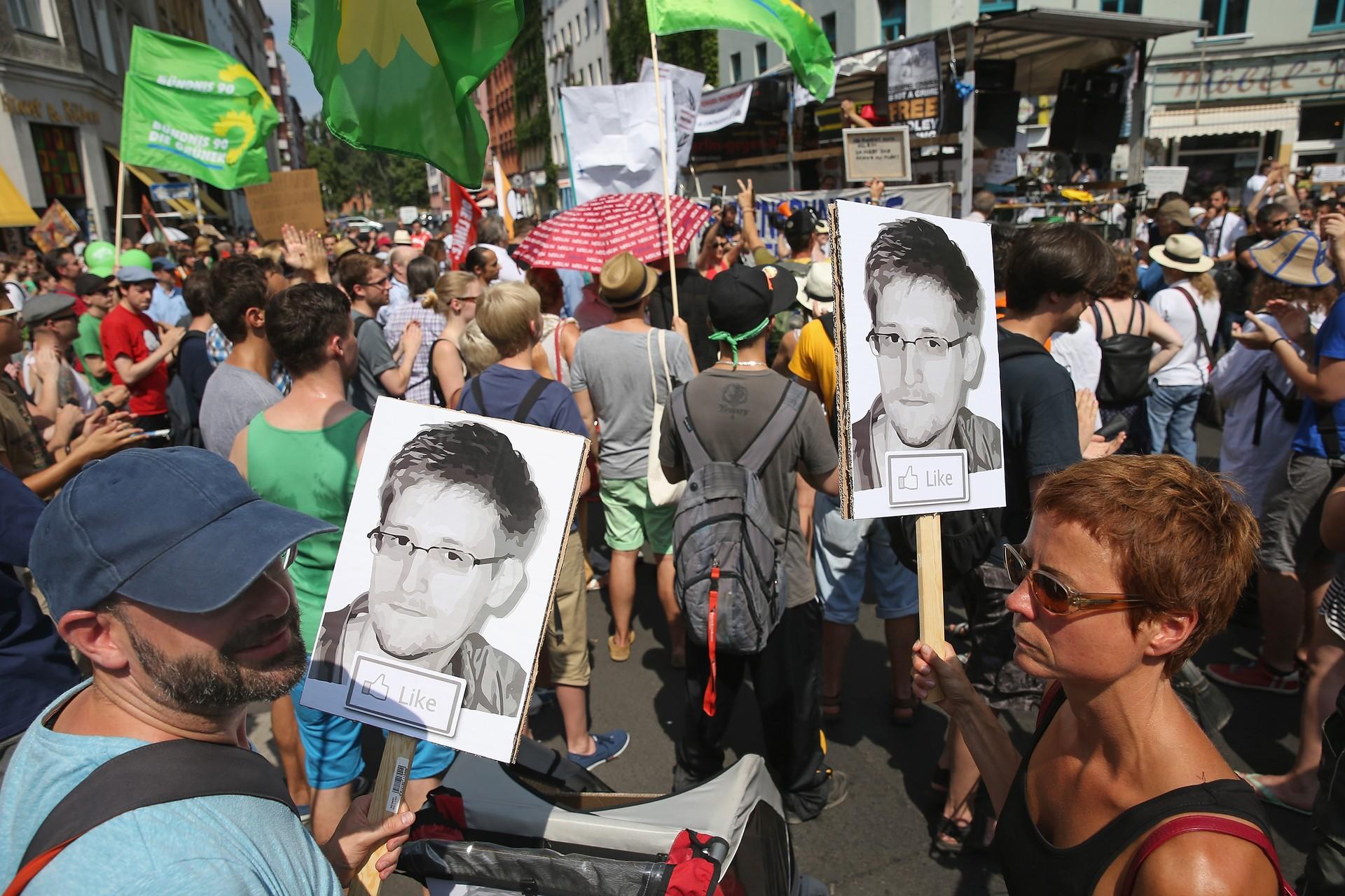 Ativistas em Berlim protestam contra espionagem da NSA (Foto: GETTY)