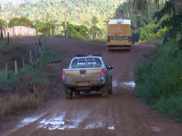 Alunos foram acompanhados pela PM na ida e na volta para casa, em Ariquemes (Foto: Rede Amazônica/ Reprodução)