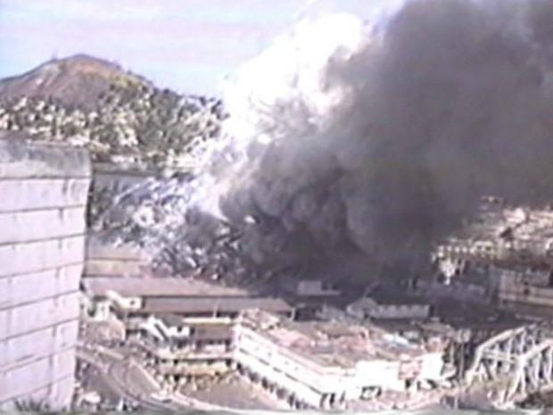Incêndio devastou comércio na Vila Rubim (Foto: Reprodução/ TV Gazeta)