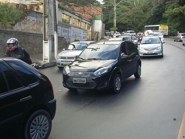Trânsito ficou congestionado no sentido Farol-Centro (Foto: André Feijó/ TV Gazeta)