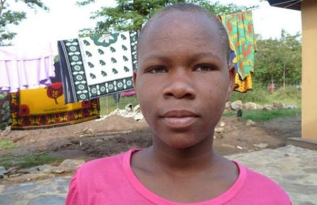 Veronica foi espancada pelo pai por se recusar a fazer a mutilação genital e pedir para estudar (Foto: BBC)
