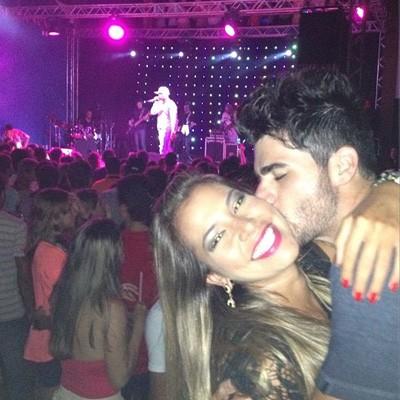 Ex-BBBs Adriana e Rodrigão no show do Buchecha, em Guarapari, Espírito Santo (Foto: Reprodução/Instagram)