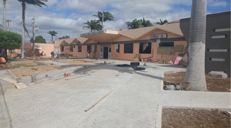Radialista foi encaminhado por familiares para o Hospital Municipal de Brejo Santo, mas não resistiu e morreu. (Foto: Monike Feitosa/TV Verdes Mares)