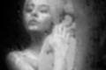Carol Castro sensualiza em foto apenas com toalha depois do banho (Reprodução)