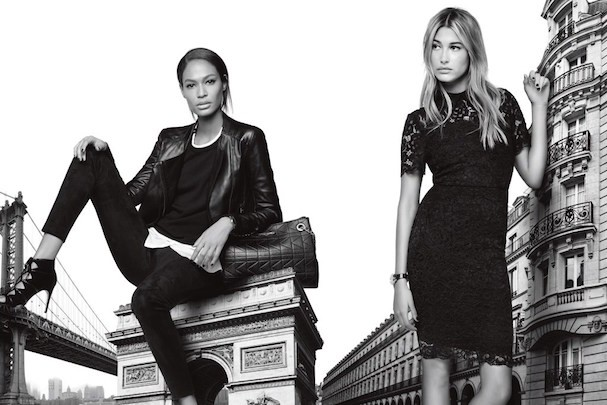Joan Smalls e Hailey Baldwin na campanha da linha Karl Lagerfeld Paris (Foto: Divulgação)