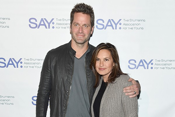 Peter Hermann e Marika Hargitay (Foto: Getty Images)