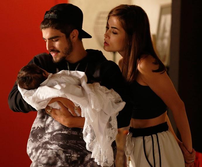 Grego leva maior jeito com criança, né?! Que amor! (Foto: Ellen Soares/Gshow)