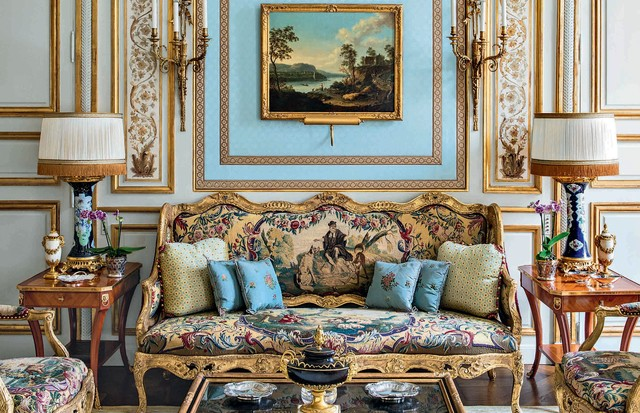 Foto do salão azul, retirada do livro Signature Interiors, de Alberto Pinto, (Foto: Jacques Pépion, Harcourt e Divulgação)