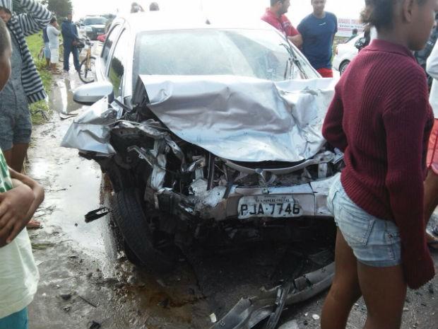 Acidente na BR-101, em Cruz das Almas  (Foto: Marcus Augusto/Site: Voz da Bahia)
