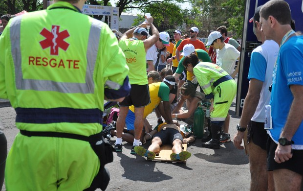 Participante de meia maratona é atendido em Ribeirão Preto (Foto: Tiago de Brino / Jornal A Cidade)