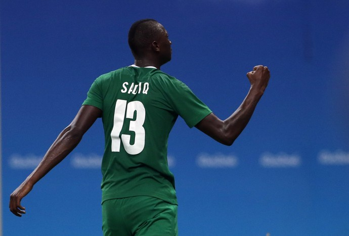 Sadiq Umar Nigeria x Suecia (Foto: Reuters)
