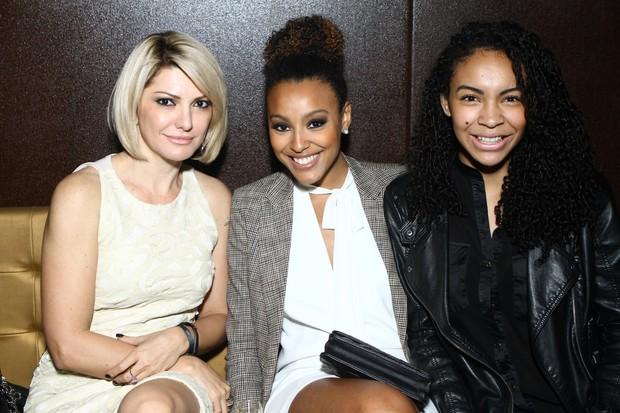 Antonia Fontenelle, Sheron Menezes e Sol Menezes no aniversário do estilista Victor Dzenk (Foto: Raphael Mesquita/Divulgação)