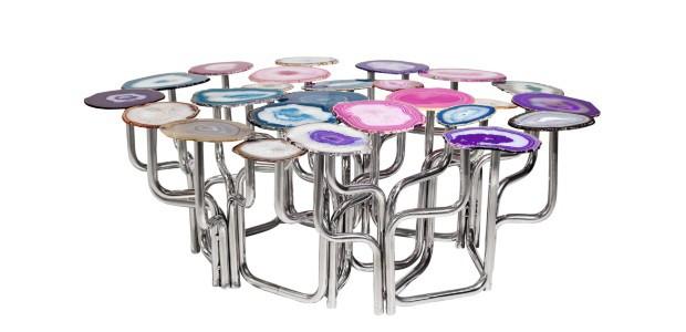 Mesa Ágata, de chapas de cristal de ágata e aço inoxidável, 1,04 x 0,90 x 0,37 m. Estúdio Carol Gay, R$ 10 mil (Foto: Divulgação)