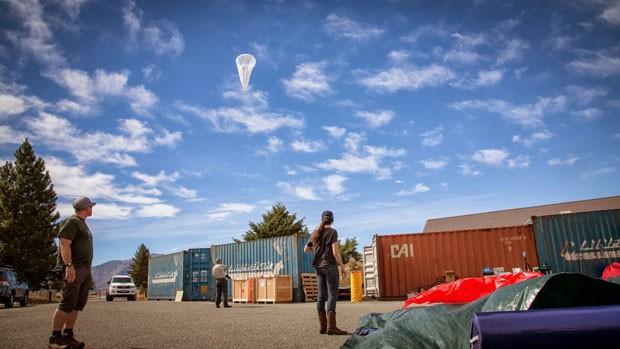 Parte do projeto Loon, balão do Google no ar para fornecer conexão à internet da estratosfera. (Foto: Divulgação/Google)