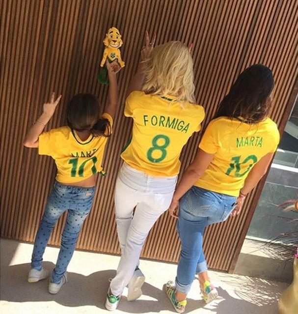 Flavia Alessandra entre as filhas Olívia e Giulia (Foto: Reprodução/Instagram)