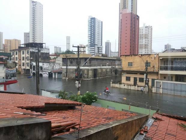 Rua dos Pariquis foi uma das que ficou alagada com a chuva. (Foto: Izabel Colares/ Arquivo pessoal)