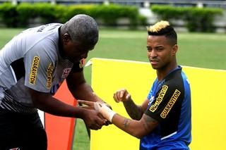 Rafael Silva punho machucado (Foto: Divulgação Vasco)