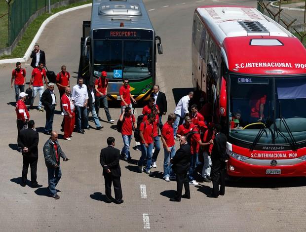 Delegação do Inter chega a Porto Alegre após derrota para o Atlético-GO (Foto: Félix Zucco/Agência RBS)