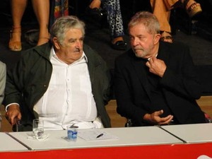 Lula e Mujica participam de ato em comemoração aos 35 anos do PT (Foto: Pedro Ângelo / G1)