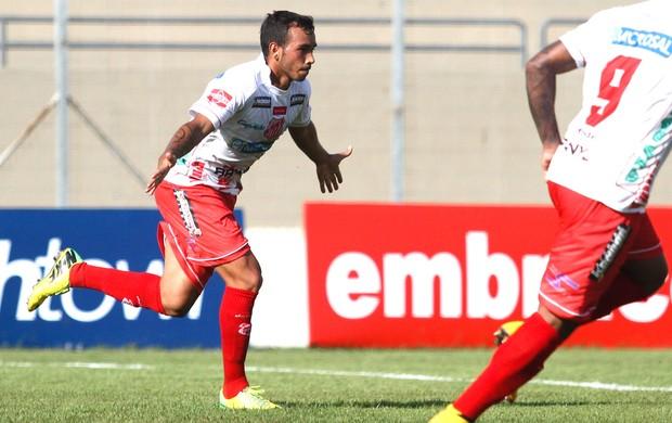 Rodolfo comemora gol do Capivariano contra o Marilia (Foto: Luciano Claudino / Estadão Conteúdo)